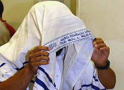 Lynching suspect hides from cameras behind a tallit