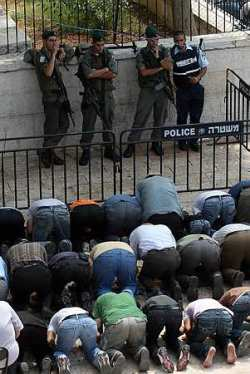Palestinians pray at Al-Aqsa Mosque in Jerusalem on the first Friday in Ramadan.- photo from Haaretz