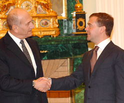 Prime Minister Ehud Olmert meeting Russian President Dmitry Medvedev in Moscow on Tuesday. (Amos Ben Gershom / GPO)