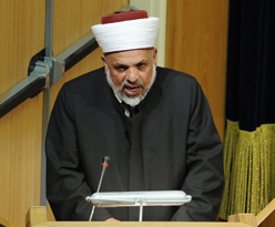 Sheikh al-Tamimi making unauthorized statement at Notre Dame interfaith meeting during Papal visit