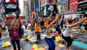 "Over 200 people practice yoga on the morning of the summer solstice in Times Square, in New York, June 21, 2009. During the seventh annual free yoga classes, held in the ""Crossroads of the World,"" participants sought peace and calm in the center of urban chaos.   REUTERS/Chip East (UNITED STATES SOCIETY)"