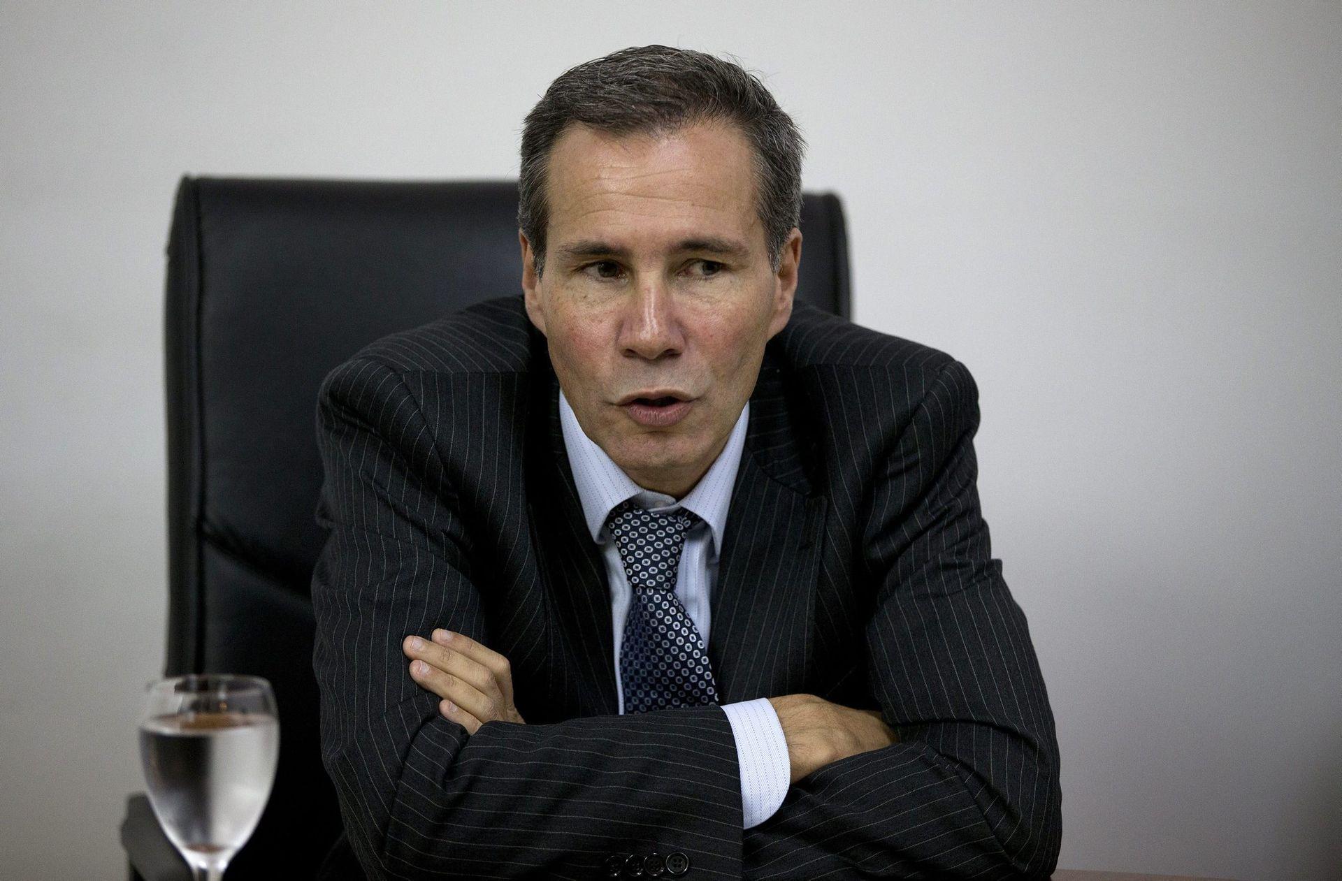 Difunden documentos hallados en caja fuerte del despacho de Nisman